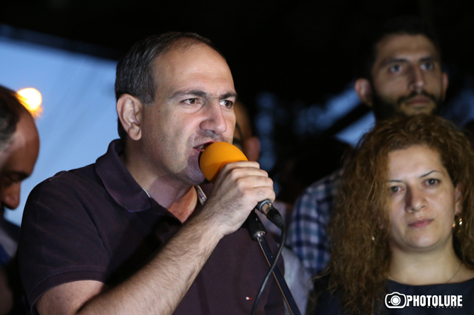 Никол Пашинян требует от полиции выявить провокаторов с митинга в Ереване